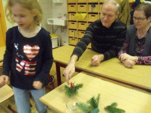 Gemeinsames Basteln mit den Eltern und Großeltern in der Adventszeit 15