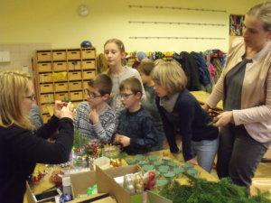 Gemeinsames Basteln mit den Eltern und Großeltern in der Adventszeit 17