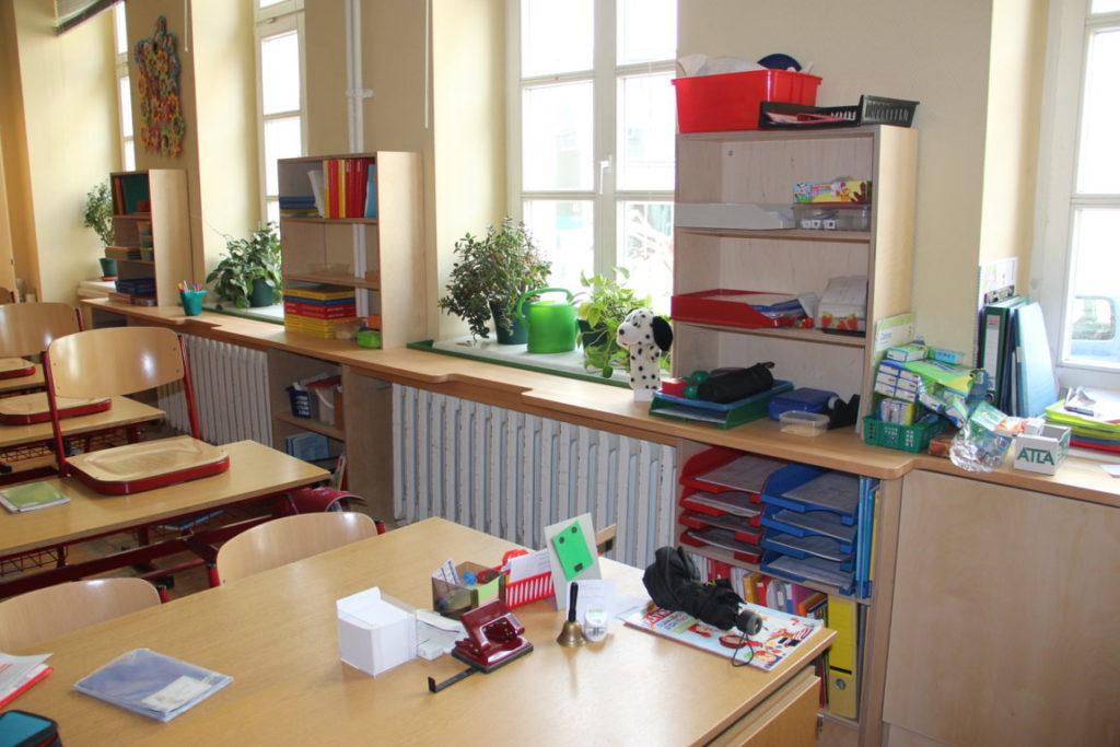 Möbel für Lernstraße im Klassenraum der Klasse 3a/4a