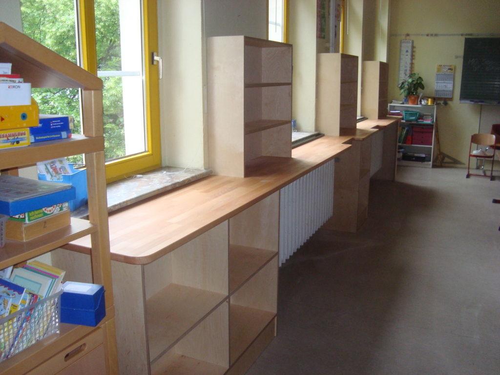 Möbel für Lernstraßen in den Klassenräumen der Lerngruppen Luft und Wasser