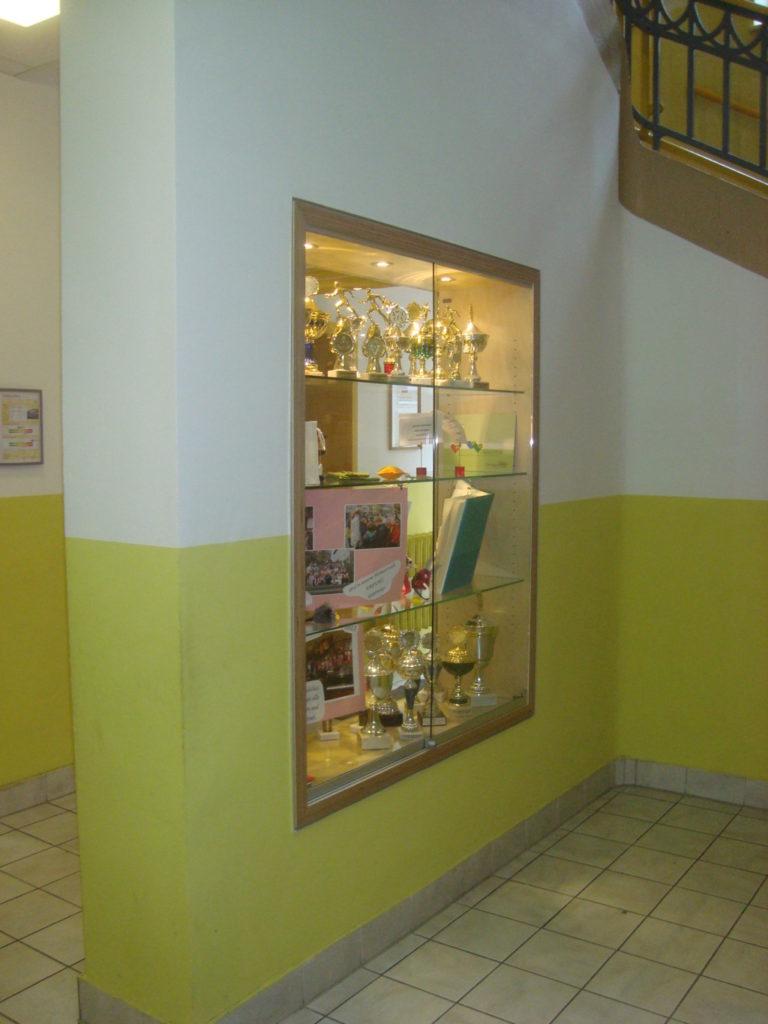 Umgestaltung Eingangsbereich mit Schauvitrine