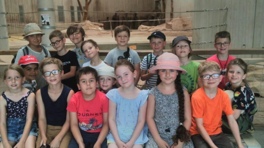 Lerngruppe Feuer besucht die Zooschule