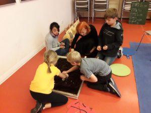Klasse 3a zur interkulturellen Woche in der Kinder-und Jugendbibliothek 6