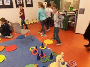 Klasse 3a zur interkulturellen Woche in der Kinder-und Jugendbibliothek 7