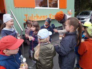 Lerngruppe Wasser zum Herbstfest auf der EGA 10