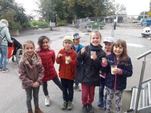 Lerngruppe Wasser zum Herbstfest auf der EGA 11