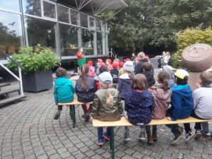 Lerngruppe Wasser zum Herbstfest auf der EGA 15