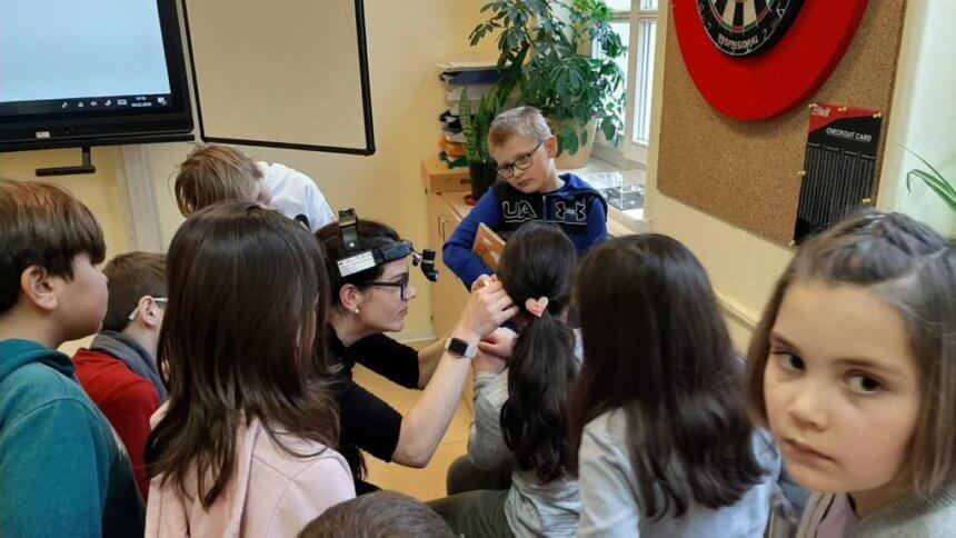 Hals-Nasen- und Ohrenärztin als Expertin im HSK-Unterricht 23
